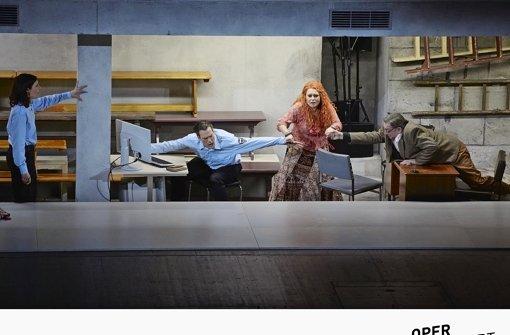 """Szene aus """"Wunderzaichen"""" mit André Jung (ganz rechts) Foto: A.T. Schaefer"""