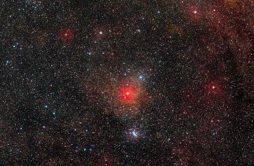 Das Weltall – Milliarden und Abermilliarden von Sternen: Gibt es dort irgendwo eine neue Heimat für die Menschheit oder droht ihr der Untergang auf ihrem Heimatplaneten Erde? Foto: dpa