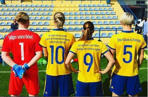 Spielerinnen setzten mit ihren Trikots ein Zeichen