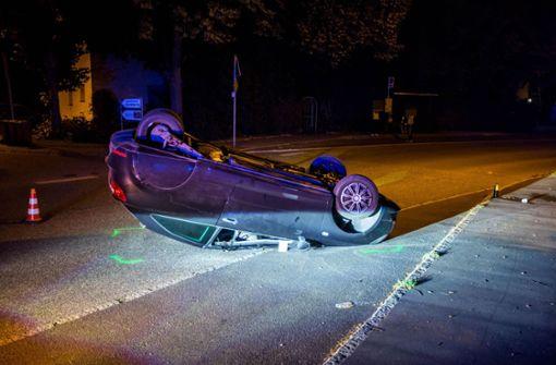 17-Jähriger überschlägt sich mit Auto auf drei Rädern