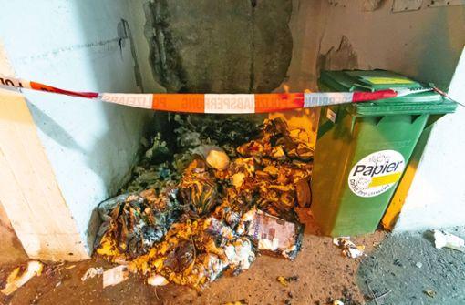 Unbekannte zünden Mülltonnen an – Zeugen gesucht