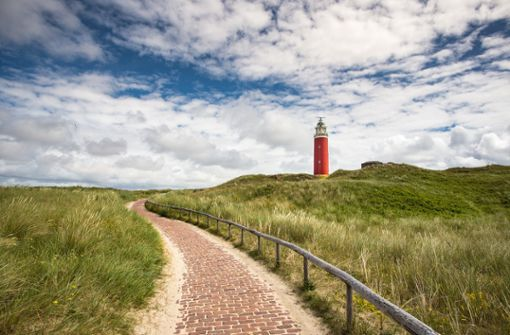 Eine Radtour zum Leuchtturm ohne Autogewusel und Abgasgestank. Das gibt's auf Wangerooge, Juist und Langeoog.  Foto: Pixabay