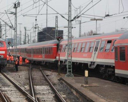 Regionalzug gerät aus dem Gleis