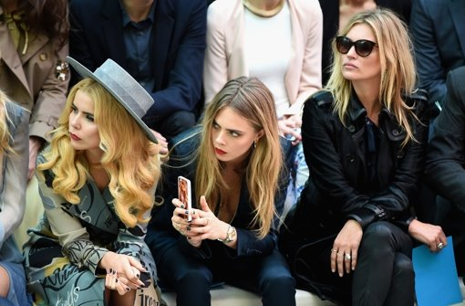 Promis auf der Fashion Week in London: Paloma Faith, Cara Delevingne und Kate Moss (von links) bei Burberry Prorsum Foto: Getty Images Europe