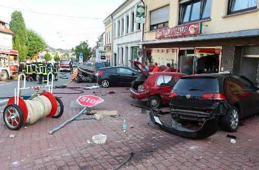 Auto rast in Geschäftsstraße: Eine Tote und sechs Verletzte
