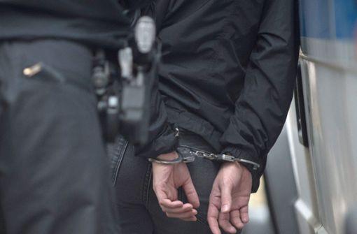 Betrunkener fordert Polizisten zum Kampf auf