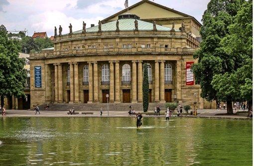 Der Eckensee vor dem Opernhaus soll während dessen Sanierung unangetastet bleiben Foto: Lichtgut/Max Kovalenko