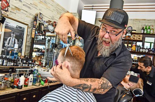 Bernd Heier ist nicht nur Friseur, sondern seine eigene Marke. Foto: Tom Bloch