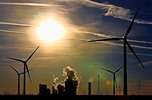 Stromproduktion – mal mit Wind, mal mit Kohle Foto: dpa