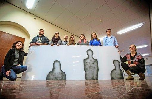 Die Schüler und ihr Mahnmal im Wagenburg-Gymnasium Foto: Lichtgut/Leif Piechowski