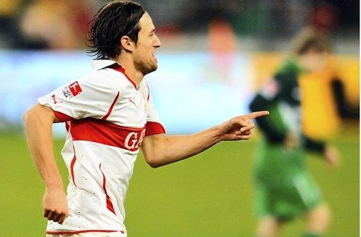 b2010: VfB – Bremen 6:0/bbr Der VfB zeigte zwei Gesichter: Hui in der Europa League, pfui in der Bundesliga – Platz 16. Da kam Bremen gerade recht. Die Torschützen Ciprian Marica (10.), Cacau (31./45.), Christian Gentner (68.), Georg Niedermeier (73.) und Arthur Boka (86.) veranstalteten ein Offensivfeuerwerk, das Werder demütigte. Das 6:0 bot noch mehr Spektakel: VfB-Torhüter Sven Ulreich parierte einen Foulelfmeter von Torsten Frings (23.), Cacau scheiterte mit einem Foulelfmeter an Werder-Schlussmann Tim Wiese (61.). Foto: dpa