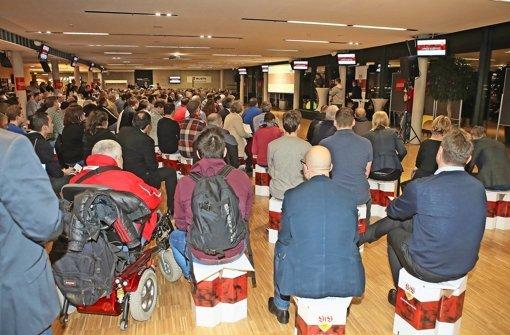 Rund 500 Mitglieder diskutierten gemeinsam mit der VfB-Führung die Zukunft des Vereins Foto: Baumann