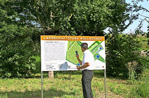 Bunte Tafeln erläutern den Landschaftspark
