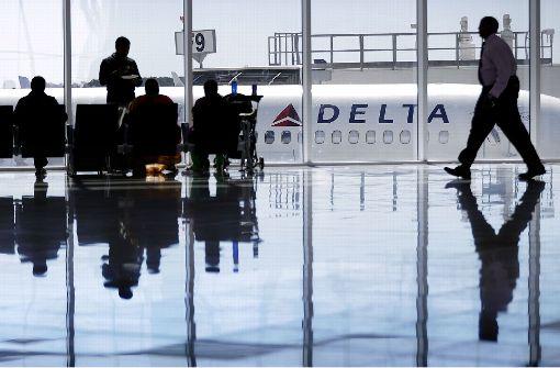 Passagier findet Waffe auf Flugzeugtoilette
