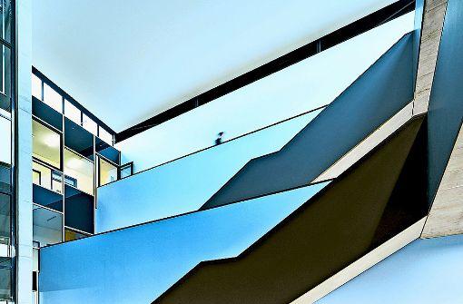 Blau wie der Himmel: die Galerien im Atrium Foto:  Mario P. Rodrigues