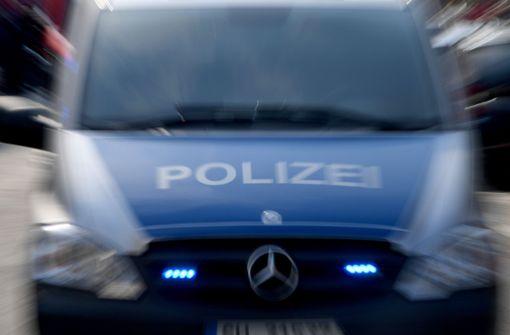 Kinder haben in Stuttgart-Weilimdorf Gegenstände von einer Brücke geworfen (Symbolbild). Foto: dpa