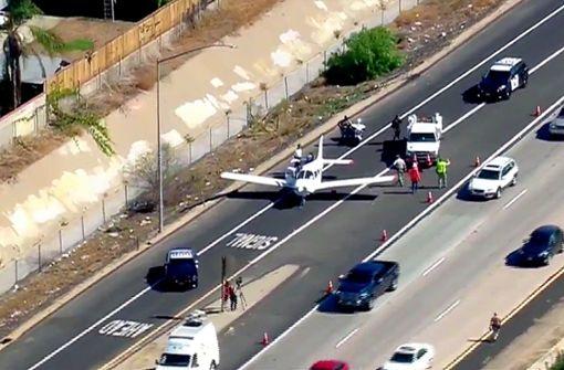 25-jährigem Fluglehrer gelingt Notlandung auf Autobahn