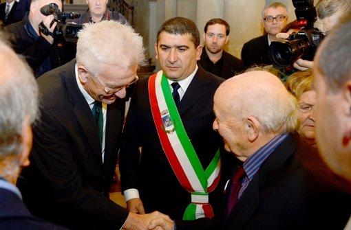 Im Jahr 2013 empfing Ministerpräsident Winfried Kretschmann (links) Überlebende des NS-Masakers von SantAnna di Stazzema in Stuttgart. Foto: dpa