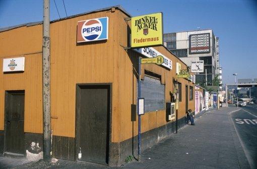 Die Vereinigten Hüttenwerke standen dort, wo heute das Schwabenzentrum steht. Eine der Bars von außen ... Foto: Gerhard Goller