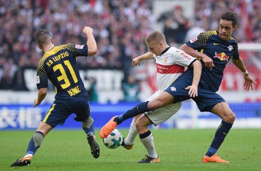 Santiago Ascacibar (Mi.) versucht sich gegen  Diego Demme  and Yussuf Poulsen durchzusetzen Foto: Getty