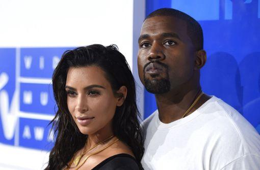 Kim Kardashian und ihr Mann Kanye West hatten sich dafür entschieden, das dritte gemeinsame Kind von einer Leihmutter austragen zu lassen. Foto: Invision