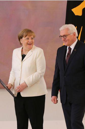 Angela Merkel mit Bundespräsident Frank-Walter Steinmeier nach ihrer Wahl zur Kanzlerin.  Foto: dpa