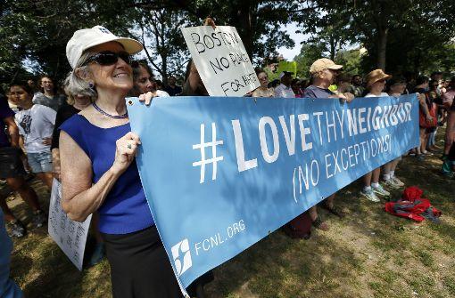 Friedlicher Protest, der auch an die Opfer der Gewalt in Charlottesville erinnern soll.  Foto: AP