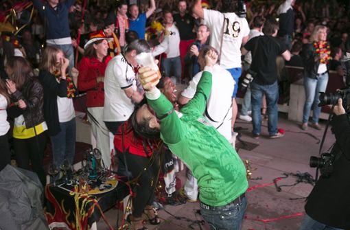 Grenzenloser Jubel herschte nach dem WM-Finale 2014 vor der Alten Kanzlei in Stuttgart.  Foto: Horst Rudel