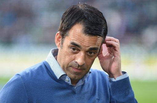 Betretene Miene bei Sportchef Robin Dutt nach der Niederlage gegen Werder Bremen. Der Sportchef hatte sich mehr erhofft. Foto: dpa
