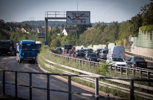 Die Landesregierung lässt untersuchen, ob beim Straßenbau das Geld richtig eingesetzt wird Foto: Lichtgut/Achim Zweygarth