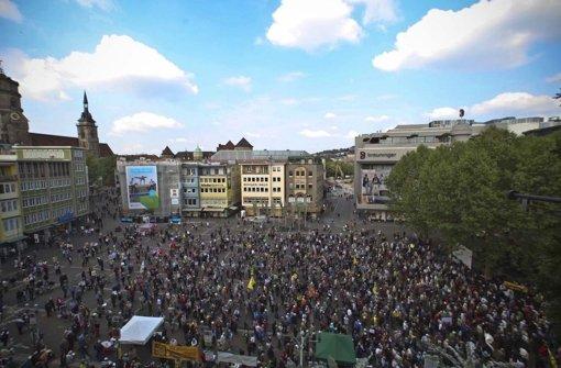 Blick von oben auf die Demo Foto: Peter Petsch