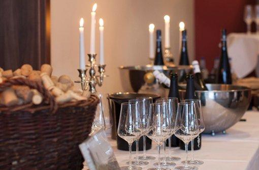 Beim Weinsommer finden regelmäßig Weinverkostungen zu unterschiedlichen Themen statt. Foto: Panoramahotel Oberjoch