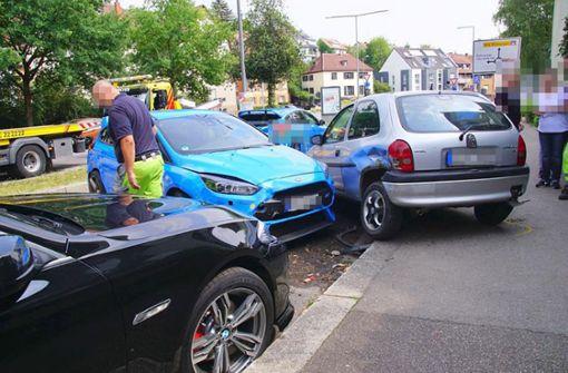 Der Mercedes stieß beim Einfahren auf die Heumadener Straße mit einem Ford zusammen.... Foto: SDMG