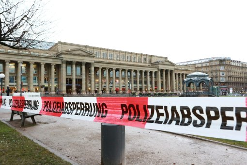 Am Freitagmittag muss der Schlossplatz in Stuttgart abgesperrt werden.  Foto: www.7aktuell.de   Andreas Friedrichs