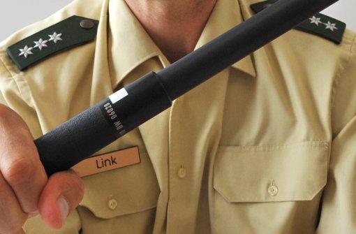Mit Schlagstock gegen Polizist: Täter in Haft