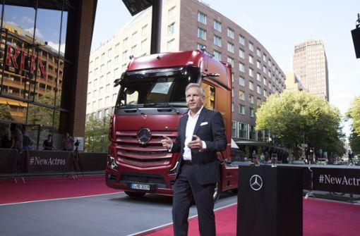 Mercedes-Lkw-Chef Stefan Buchner bei der Präsentation des neuen Actros. Foto: Daimler