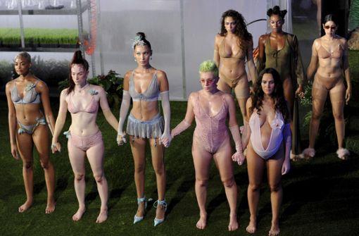 Rihanna präsentiert Unterwäsche-Kollektion – zwei Models hochschwanger