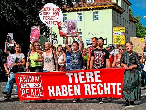 Proteste in Tübingen gegen die Versuche mit Affen am Max-Planck-Institut Foto: dpa