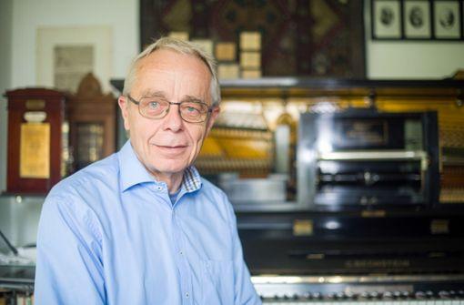 Stuttgarter macht auf automatischem Klavier alte Meister hörbar