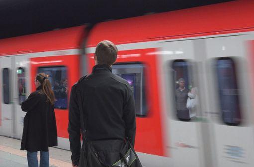 Fahrgast in der S-Bahn verprügelt