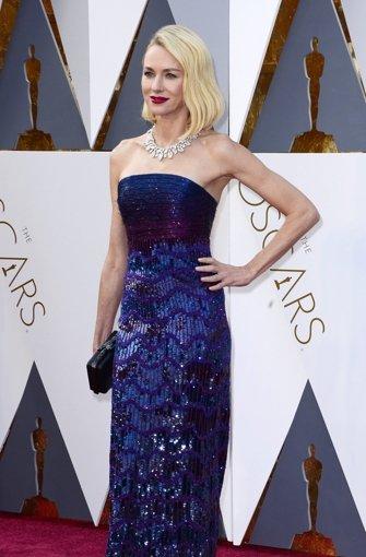 Naomi Watts leuchtet wie eine Discokugel – das ist eindeutig zu viel Glitzer! Foto: dpa