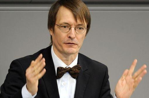 Der SPD-Gesundheitsexperte Karl Lauterbach erwartet massive Folgeschäden für Ehec-Erkrankte.  Foto: dapd