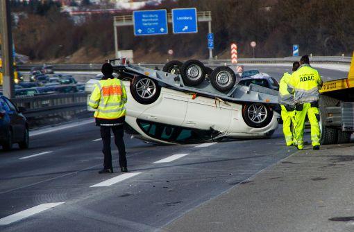 Spektakulärer Unfall fordert hohen Schaden