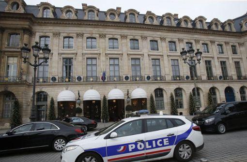 Mit Äxten und Säcken das Pariser Ritz geplündert