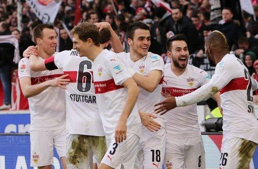 Jubel beim VfB Stuttgart. Gegen die TSG Hoffenheim gelingt ein 5:1-Erfolg. Hier haben wir die Stimmen zum Spiel.  Foto: Pressefoto Baumann