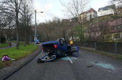 Aus bislang ungeklärter Ursache ist ein 57 Jahre alter VW-Golf-Fahrer in der Mönchfeldstraße von der Fahrbahn abgekommen. Foto: 7aktuell.de/Frank Herlinger