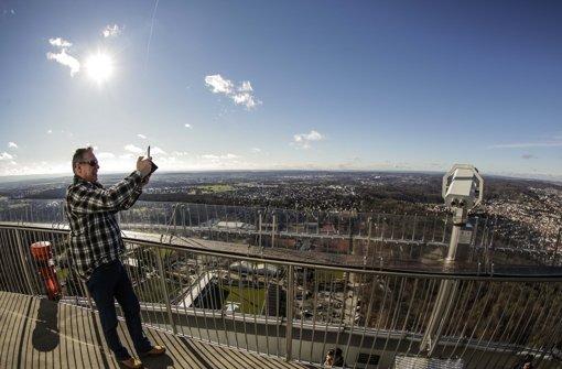 Am 5. Februar gibt es keine regulären Öffnungszeiten des Fernsehturms. Zum 60. Geburtstag geht es 24 Stunden rund. Foto: Lichtgut/Leif Piechowski