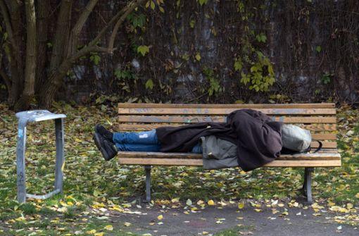 Ordnungshüter ohrfeigt Obdachlose