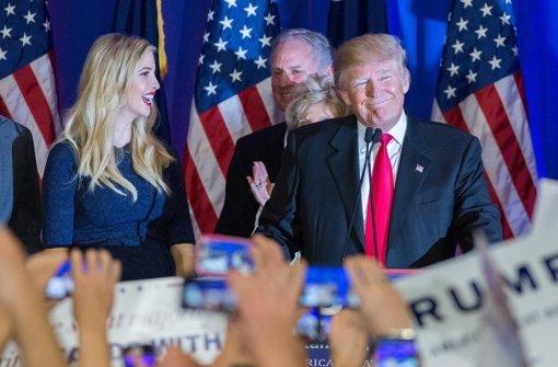 Trump triumphiert, Bush wirft das Handtuch