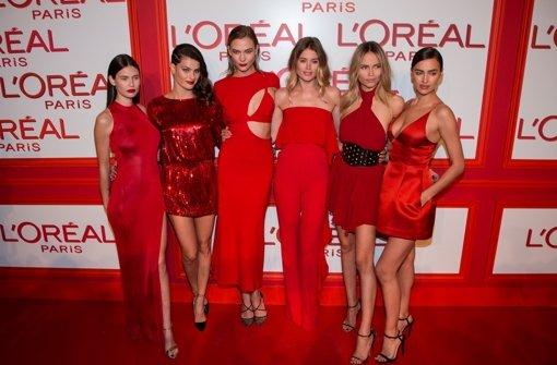 Supermodels in verführerischem Rot